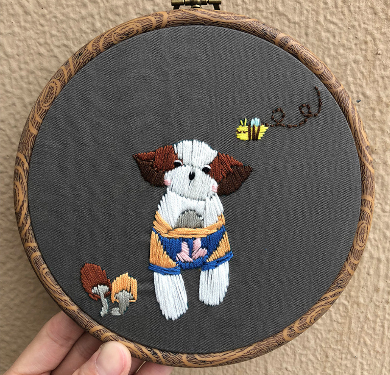 Puppy and Bee 15cm Embroidery
