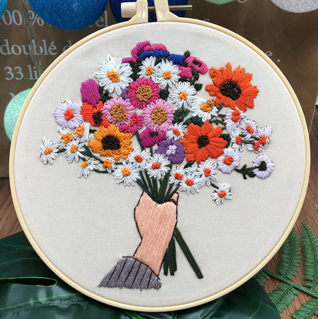 Su Zi Orange, White, Pink Bouquet in Hand 20cm Embroidery