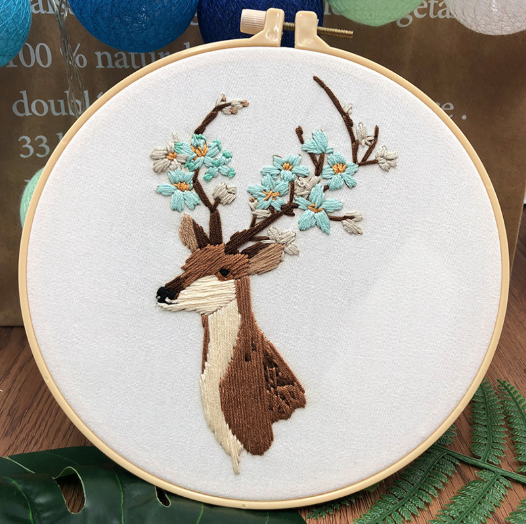 Su Zi Brown Deer with Blue Flowers 20cm Embroidery