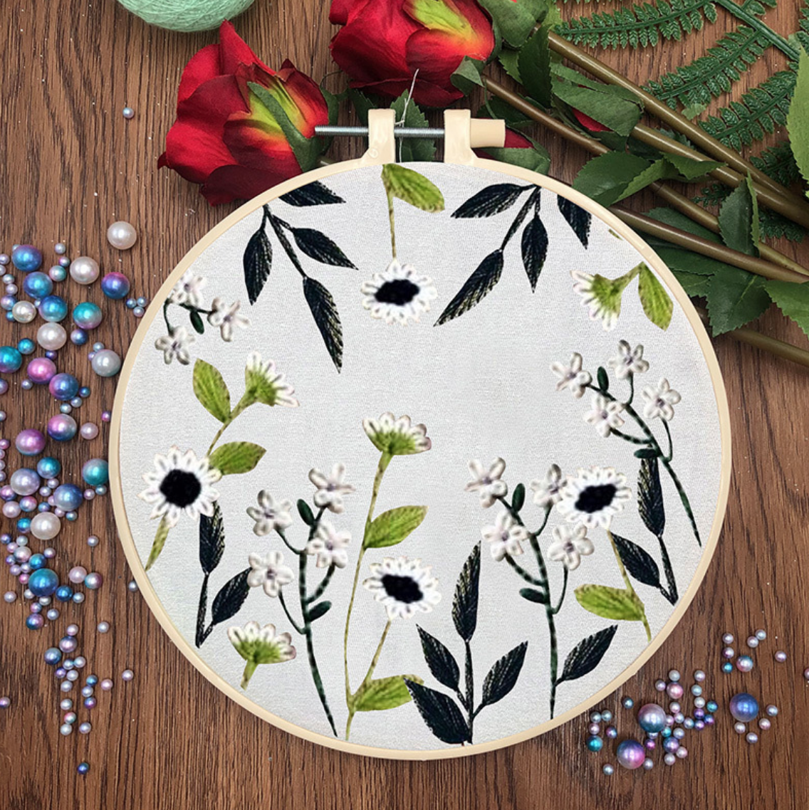 Su Zi White Flowers, Green Leaves Rising Flowers 20cm Embroidery
