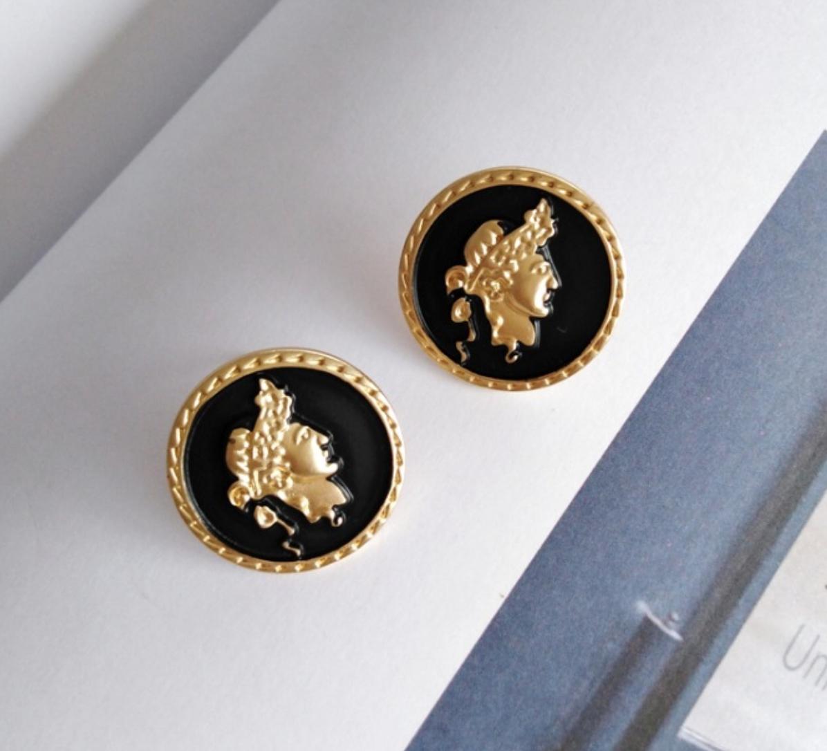 Bao Yuan Gold Head on Black Earring