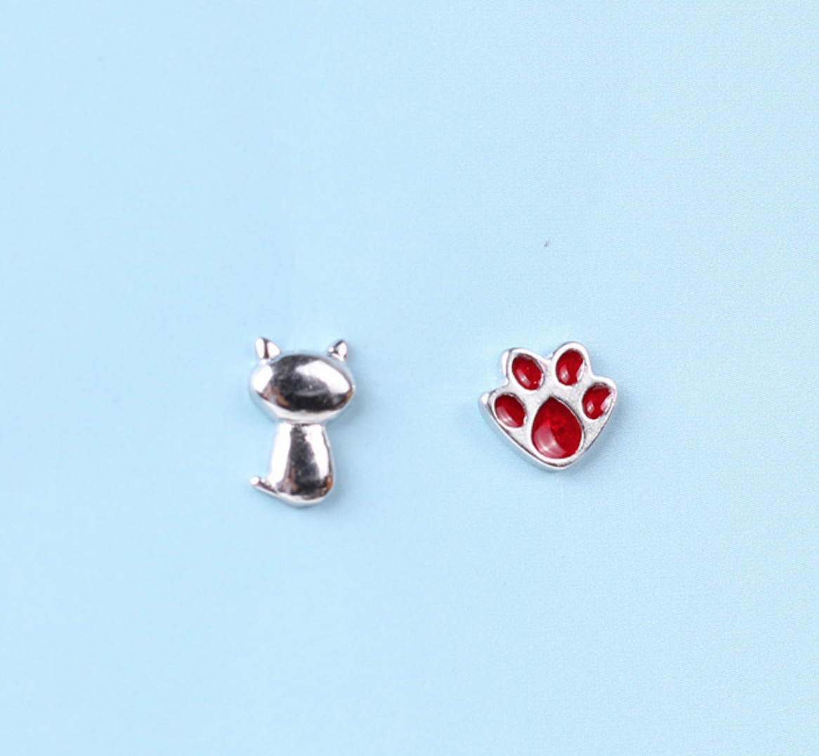 Dao Can Cat and Red Paw Earring