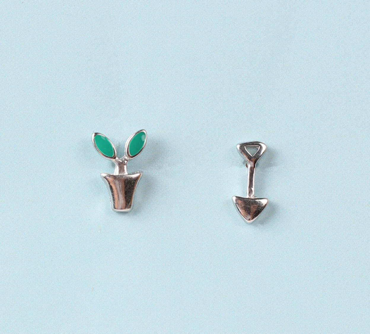 Dao Can Plant and Shovel Earring