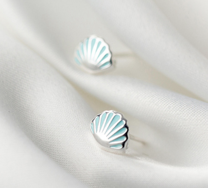 Dao Can Blue Clamshell Earring