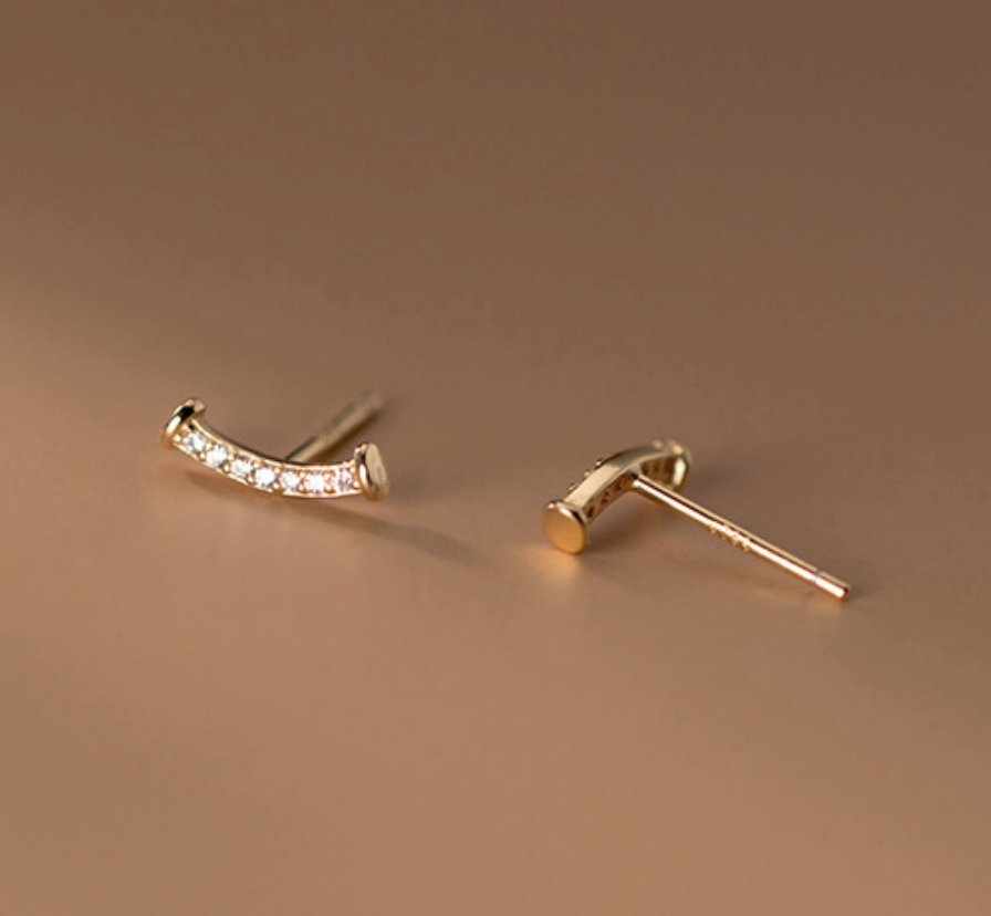 Dao Can Crescent Crystal Earring