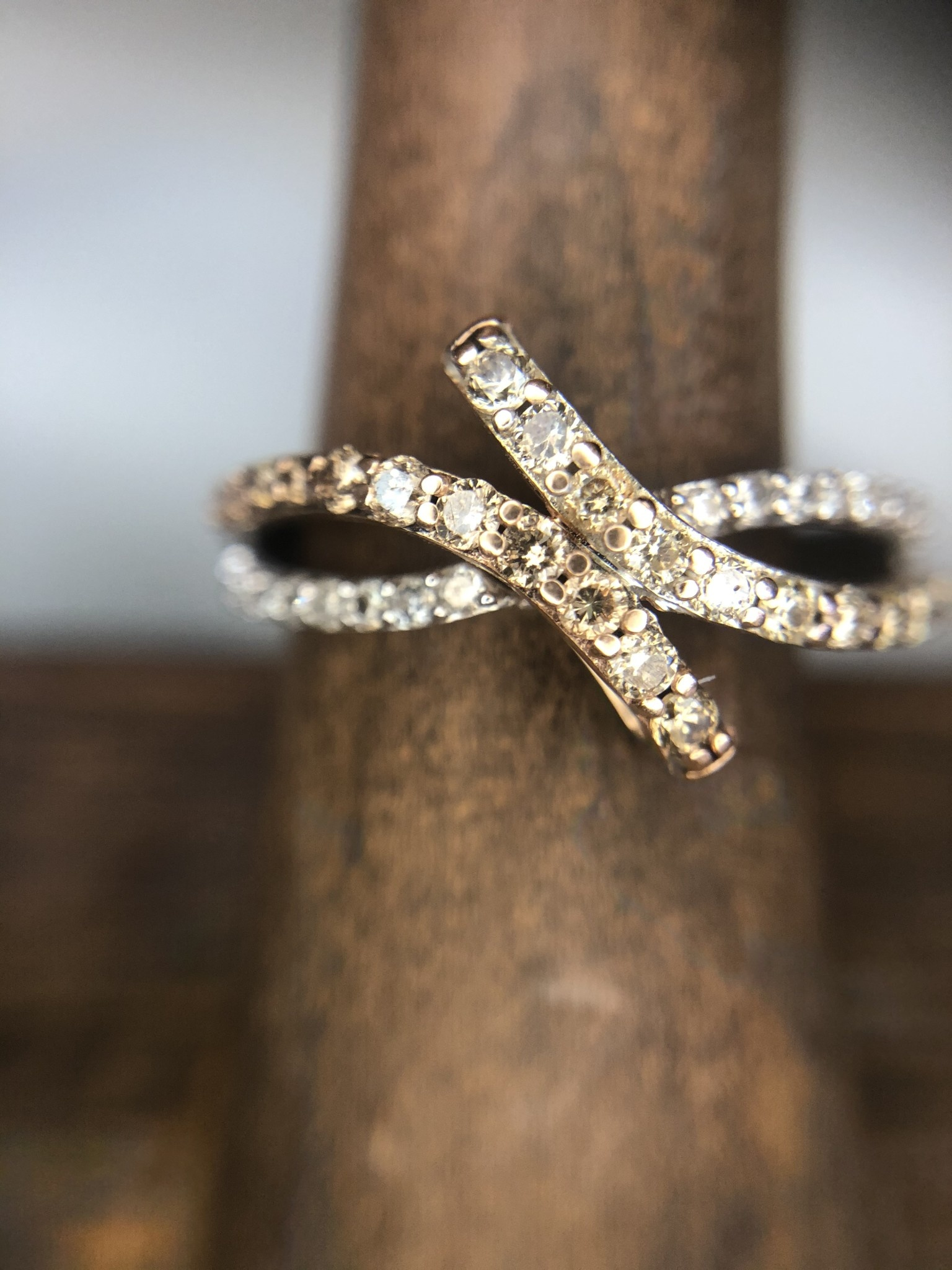 Twist Two Tone Chocolate/White Diamond Band
