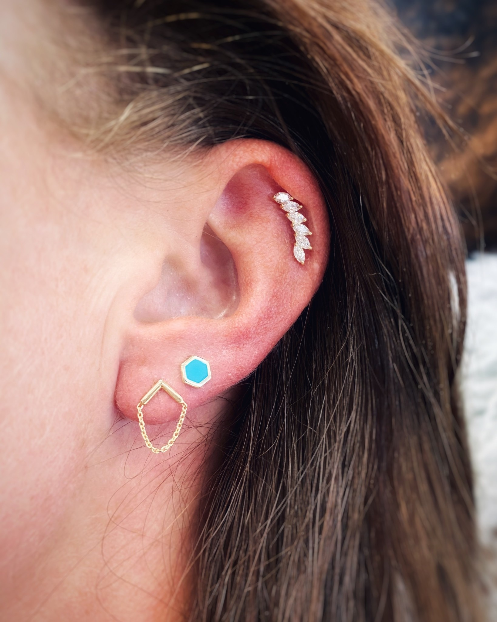 14k YG Upside down V Chain Stud Earrings