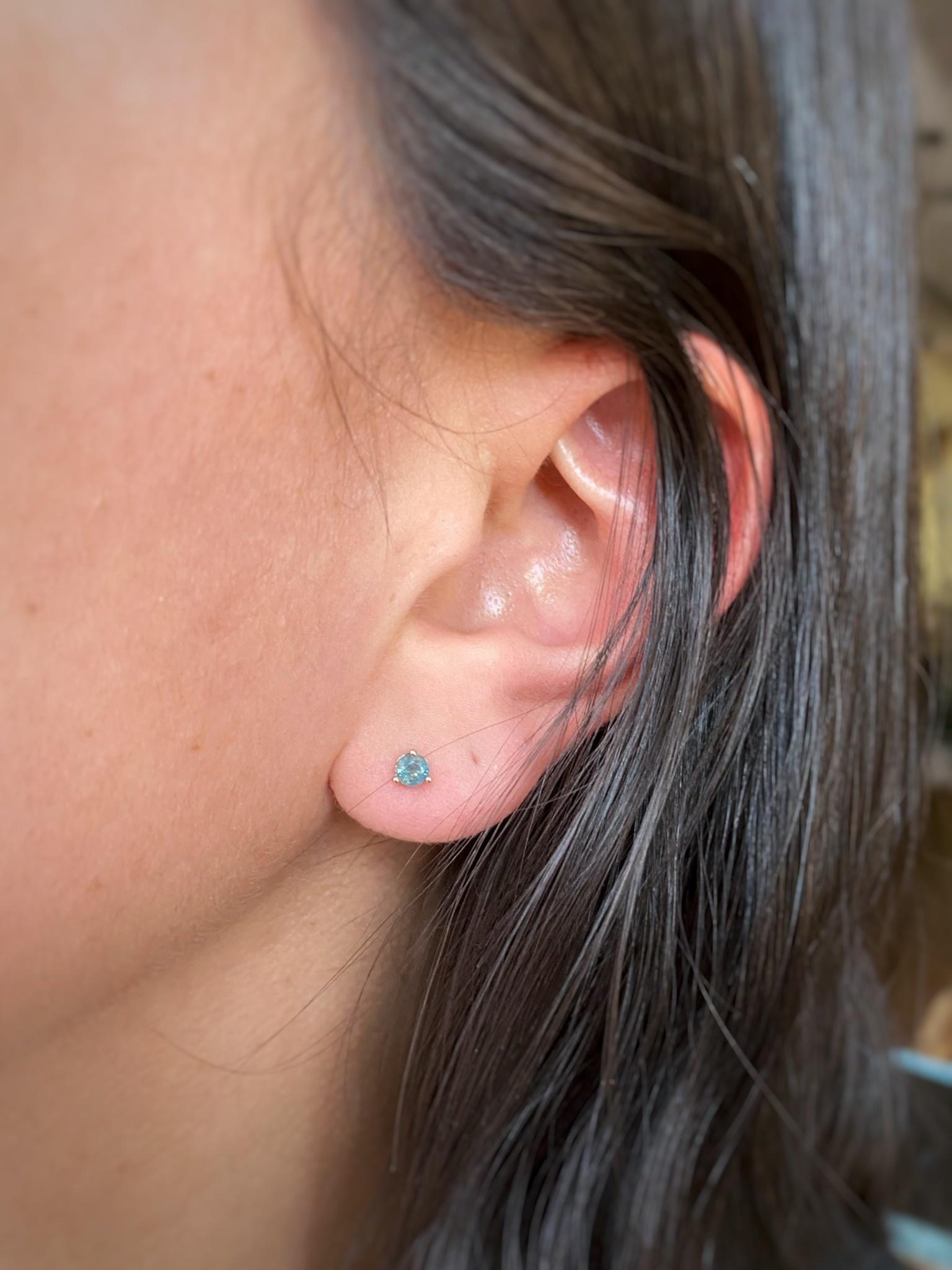 Sapphire RG Stud Earrings