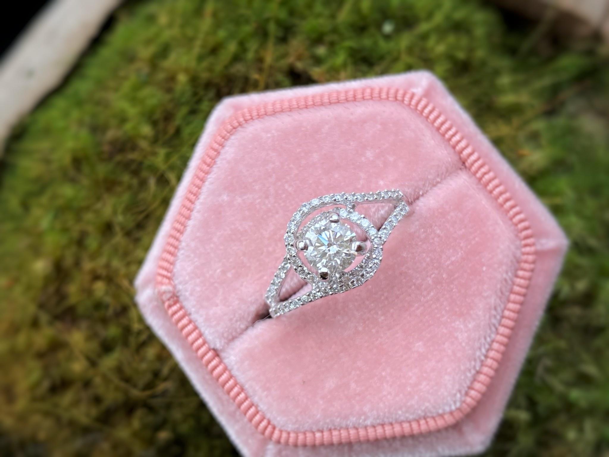 18k White Gold Diamond Engagement Ring 0.74tdw