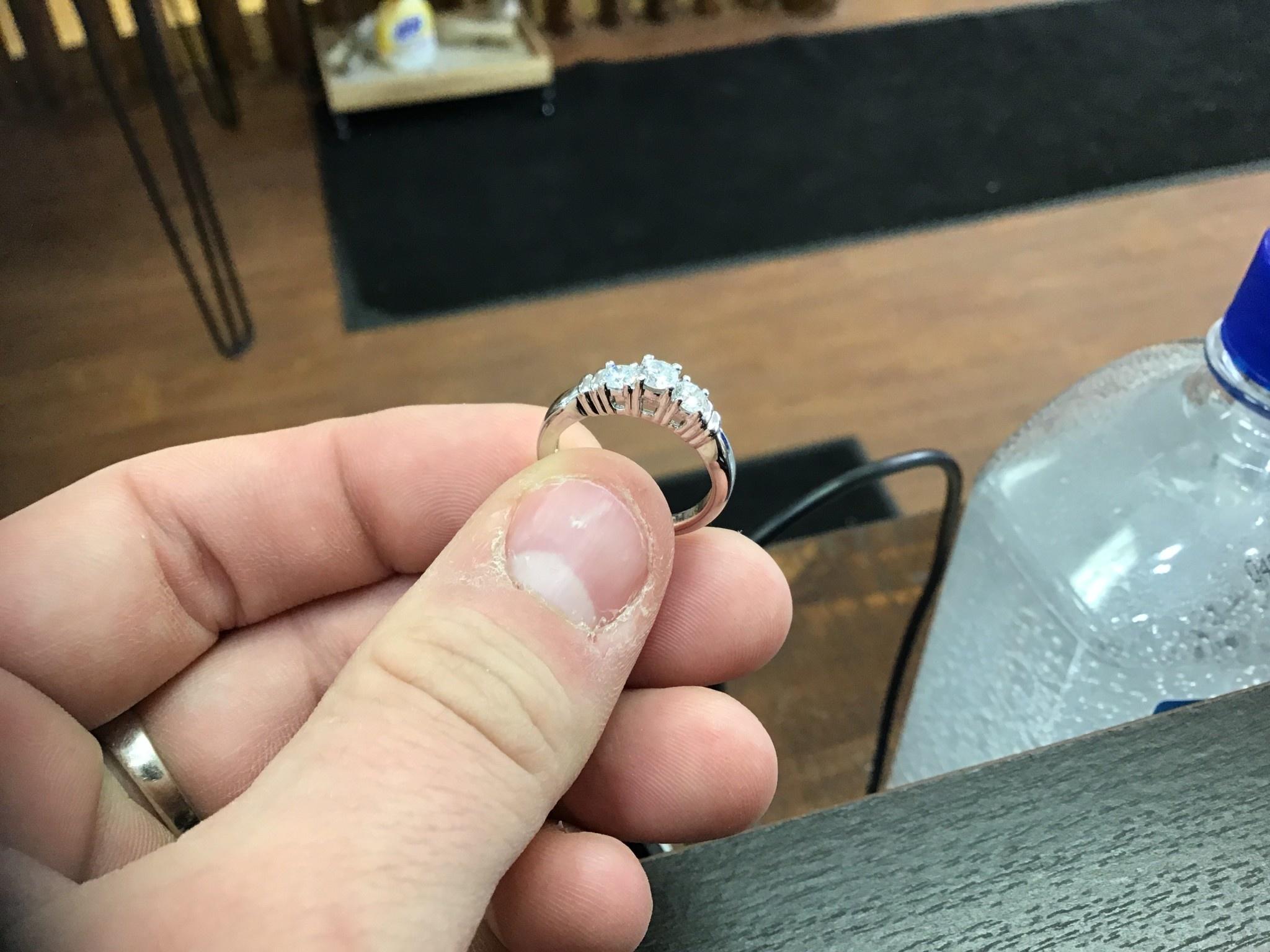 14kw 3 stone ring .47ctw dia