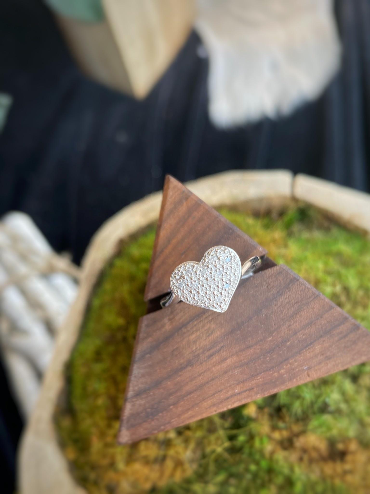 White Gold Heart Cluster Diamond Ring