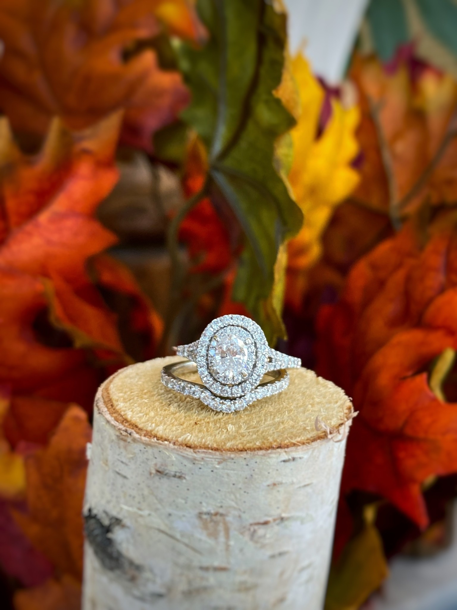 Oval Diamond Halo Ring Wedding Set