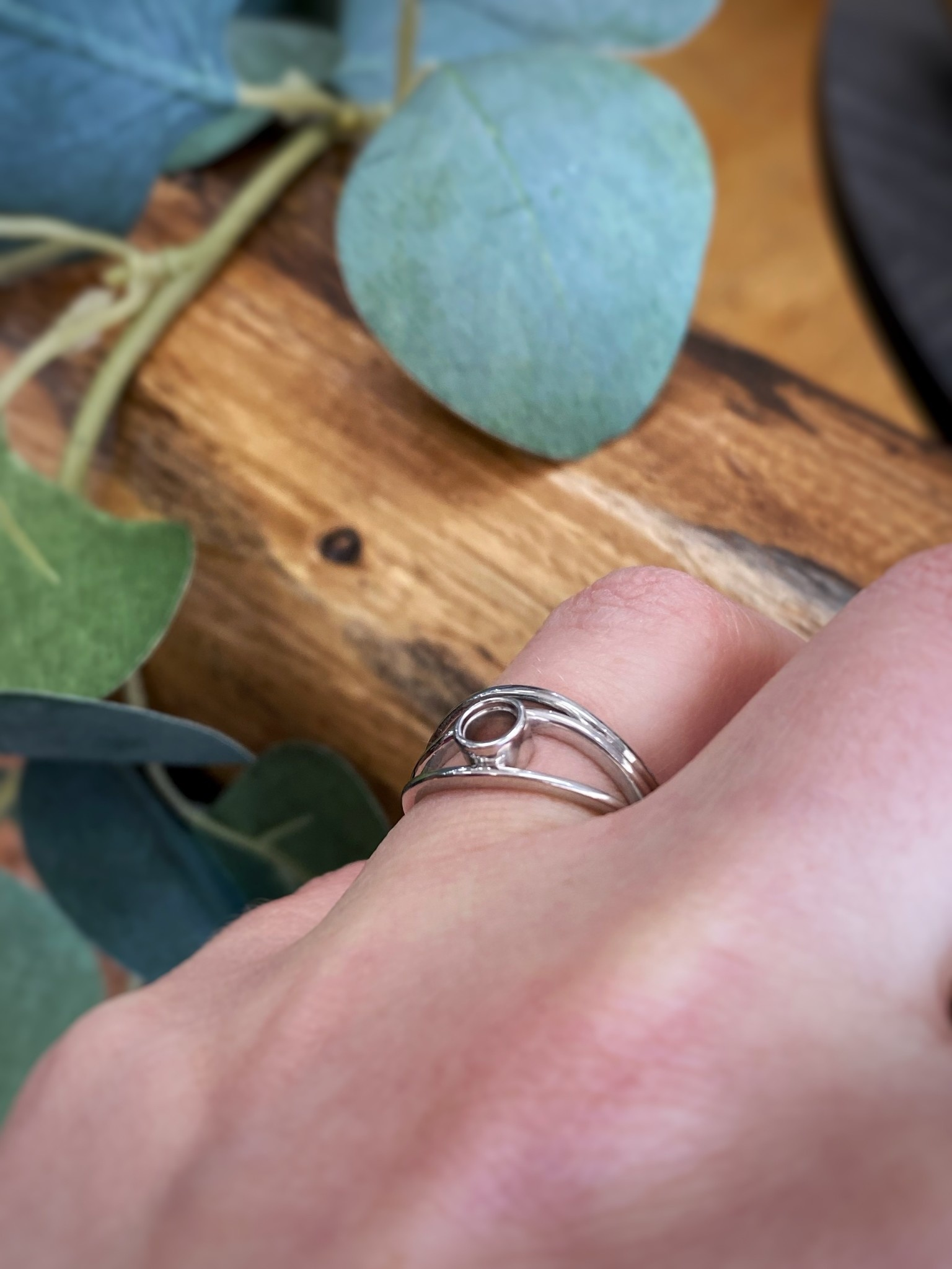 White Gold Free Form Round Ring Setting