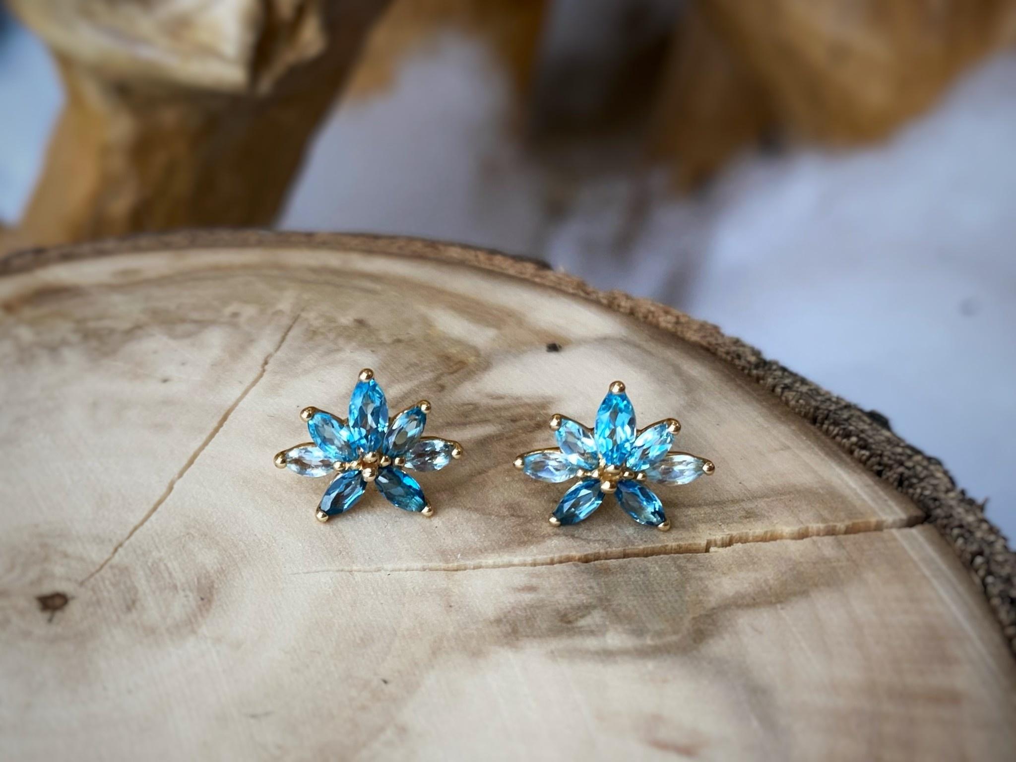 10K Yellow Gold Blue Topaz Flower Shaped Stud Earrings