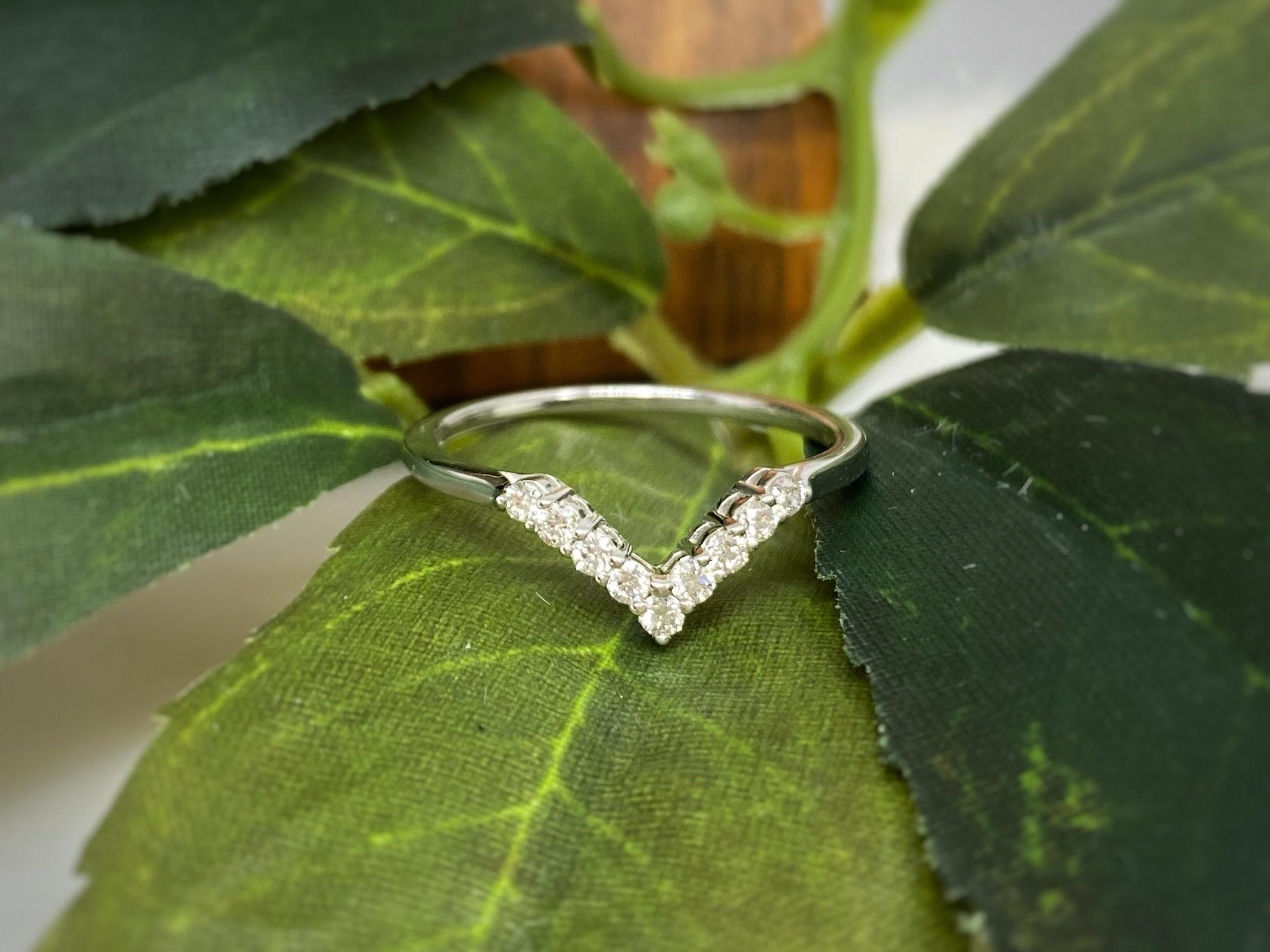 14K White Gold Diamond Chevron Wedding Band Ring