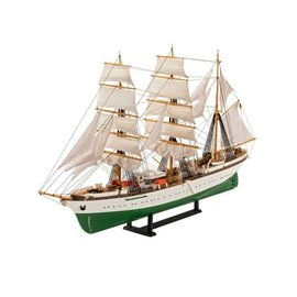 REVELL GERMANY REV 05695 1/253 60 YEARS OF GORCH FOCK COMPLETE MODEL KIT SET