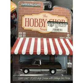 GREENLIGHT COLLECTABLES GLC 97080D 1984 GMC 2500 HI SIERRA WITH GAS PUMP 1/64