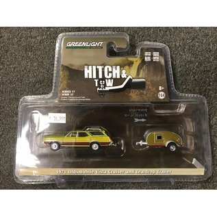 GREENLIGHT COLLECTABLES GLC 32170 HITCH AND TOW SERIES 17 OLDSMOBILE VISTA CRUISER 1971 AND TEARDROP TRAILER 1/64
