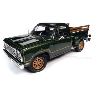 AUTOWORLD AMM 1243 1977 DODGE WARLOCK GREEN 1/18 die cast
