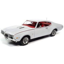 AUTOWORLD AMM 1208 1968 OLDSMOBILE CUTLASS S W31 WHITE