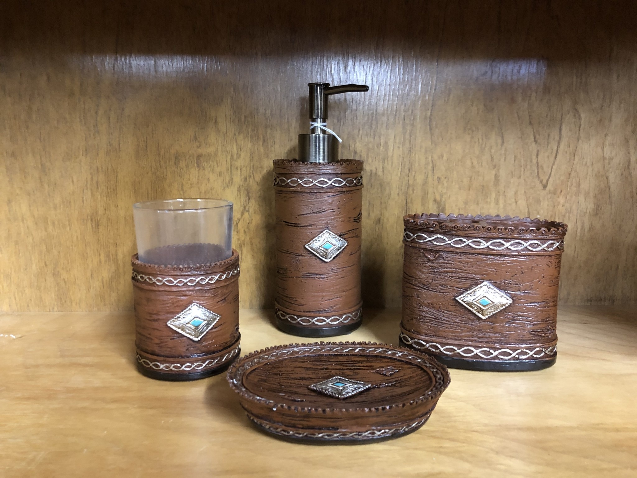 Hiend Navajo Bathroom Set - 4 pieces