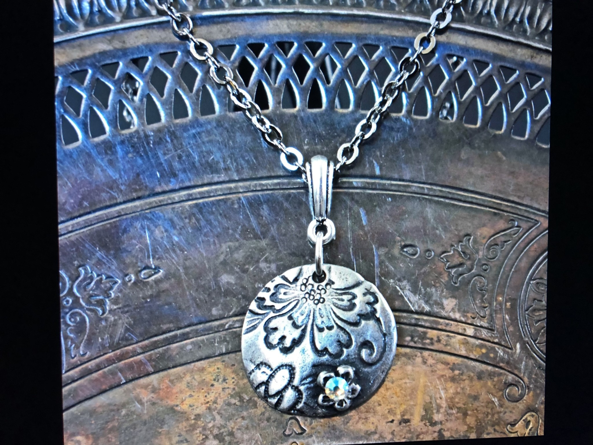 cool water jewelry NC411-50 Necklace: Ice Caverns-Floral Disk/Flat Back Crystal
