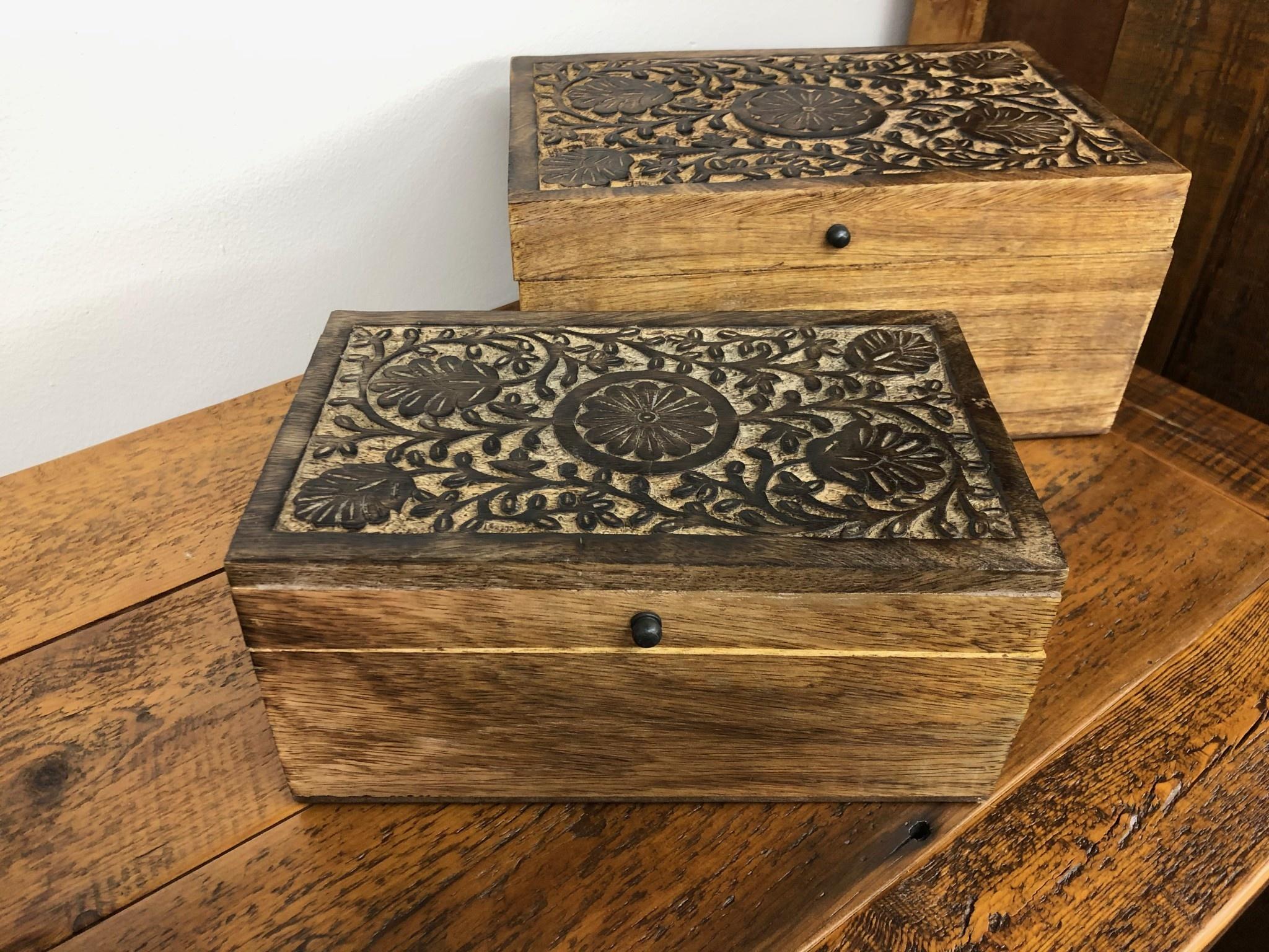 "Uma Medium Mango Wood Box w/Flowers 10""W"