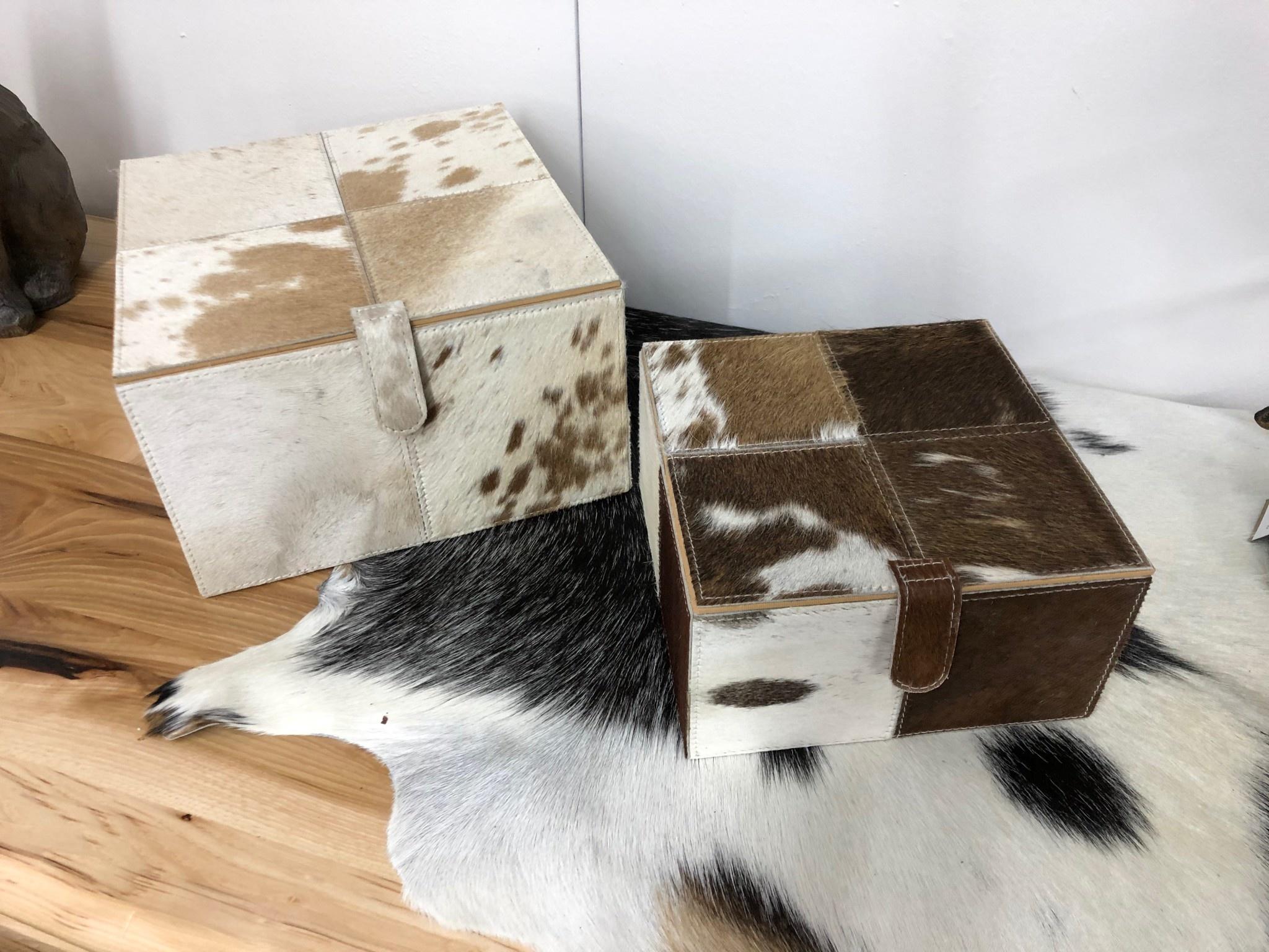 Uma Small, BR/WH Leather Hide Box (95931)