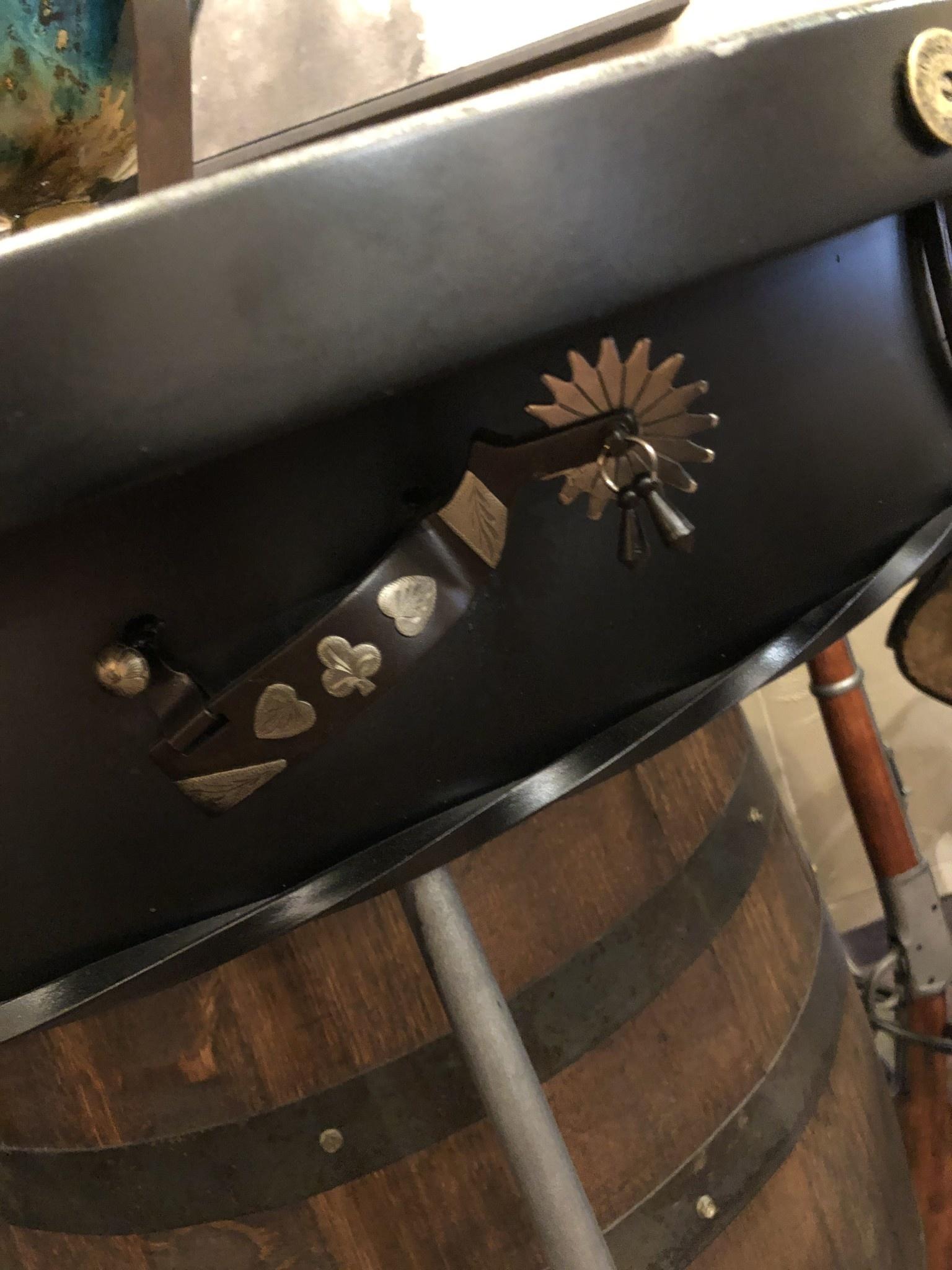 Antlerworx Outlaw Pub Table (4 Gun)