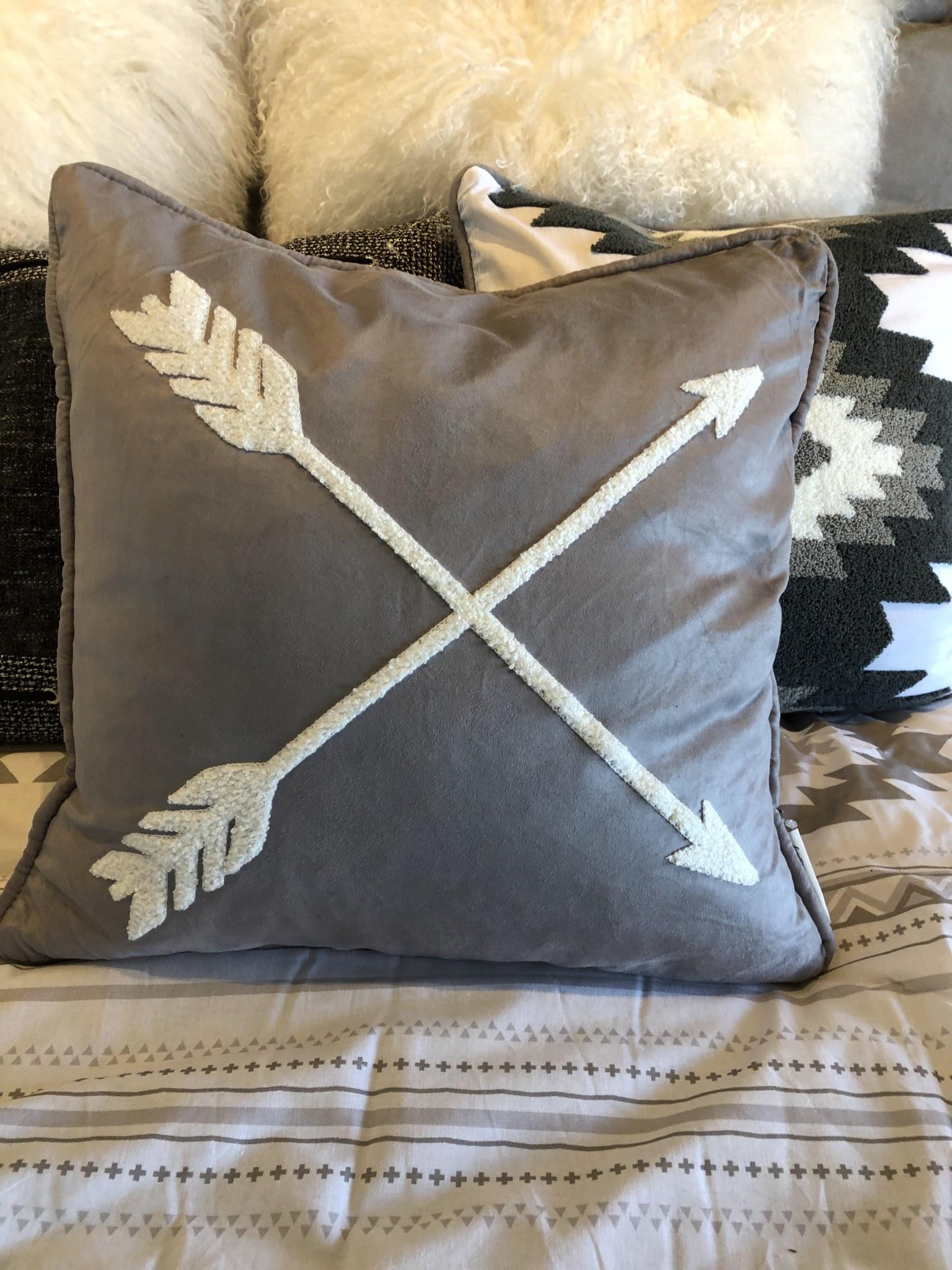 Hiend Free Spirit Arrow Pillow 18x18