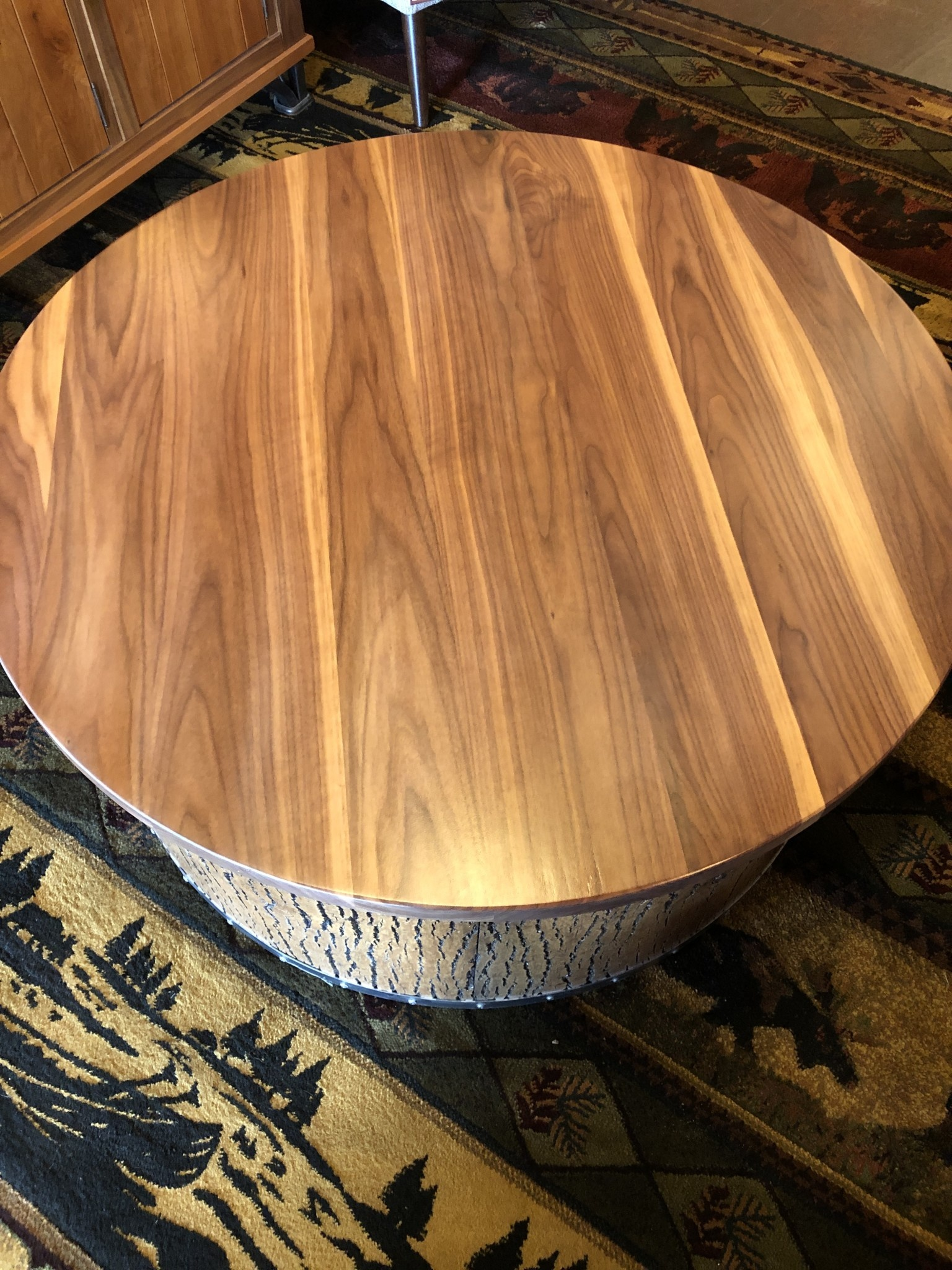 """Green Gables Mossy Oak Carver Point Round Coffee Table 17H x 40""""Dia"""