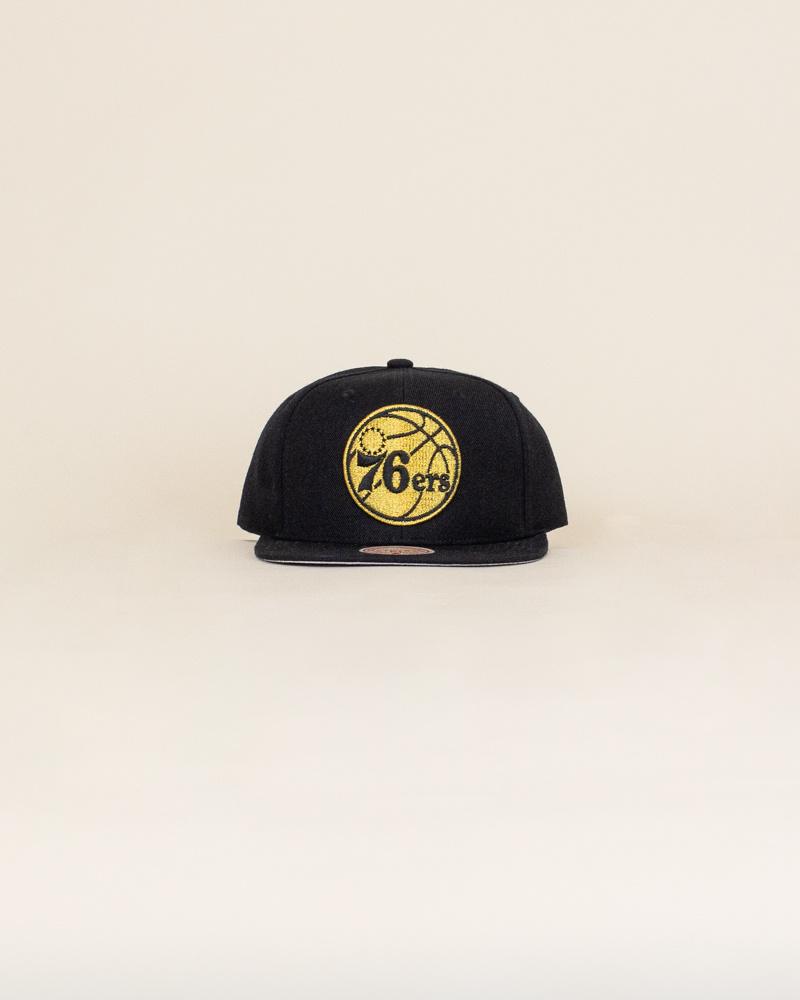 Mitchell & Ness Team Gold Hat - Philadelphia 76ers-1