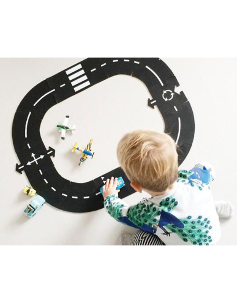 Way to play Ring Road Play Set