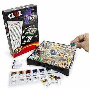 Hasbro GRAB & GO: CLUE