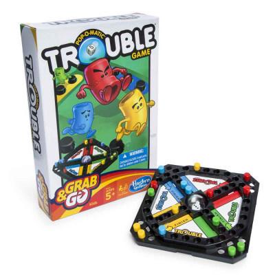 Hasbro GRAB & GO: TROUBLE