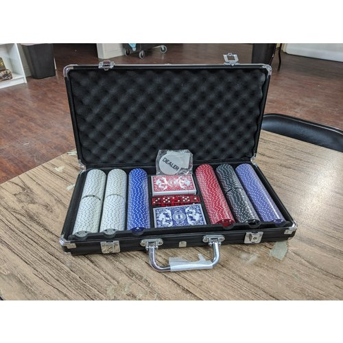CHH QUALITY PRODUCTS POKER CHIP SET 300 11G SUITED in BLACK CASE