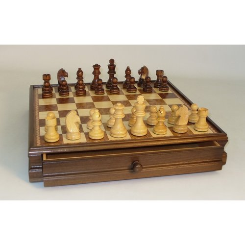 "Worldwise Imports CHESS SET 3"" FRENCH BOXWOOD CHESSMEN on 15""/1.75"" WALNUT & MAPLE CHEST"