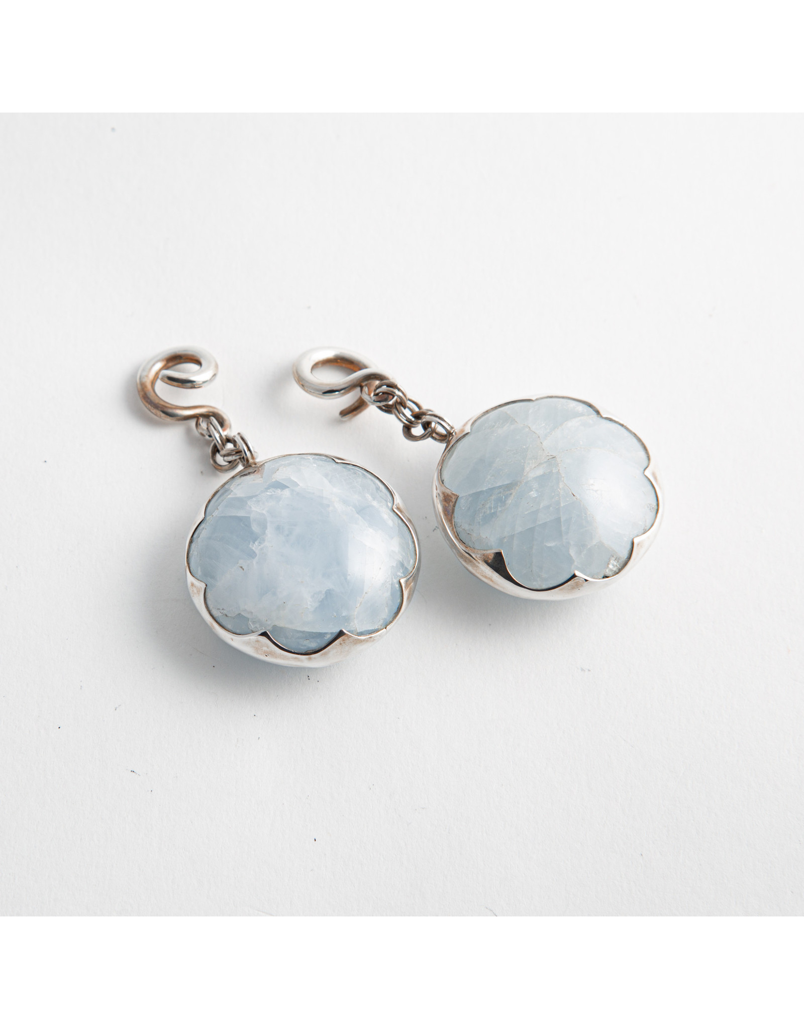 Diablo Organics Diablo Organics silver cushion-set blue calcite on small classic coil