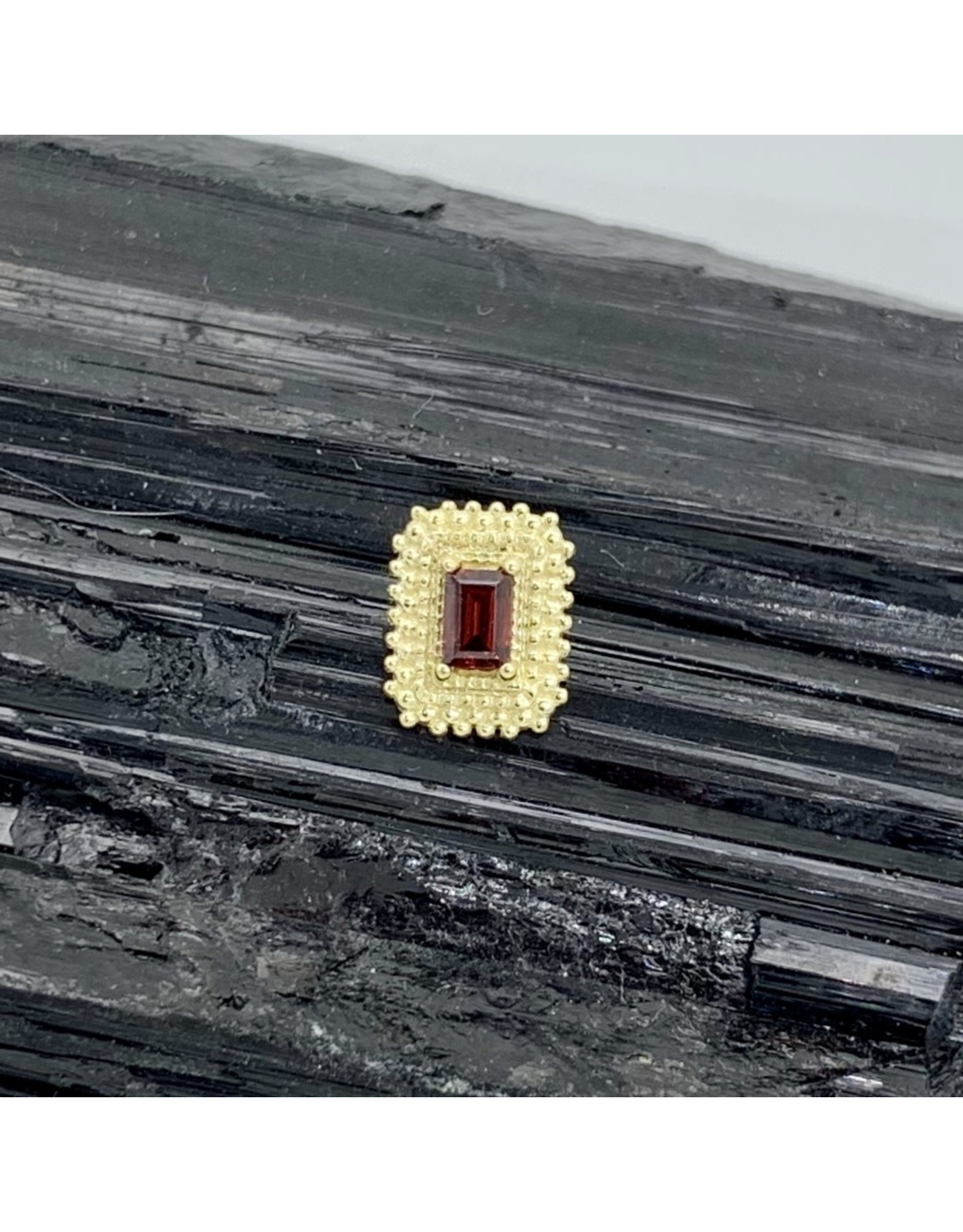 "BVLA BVLA yellow gold ""Afghan Baguette"" with AA Garnet threaded end"