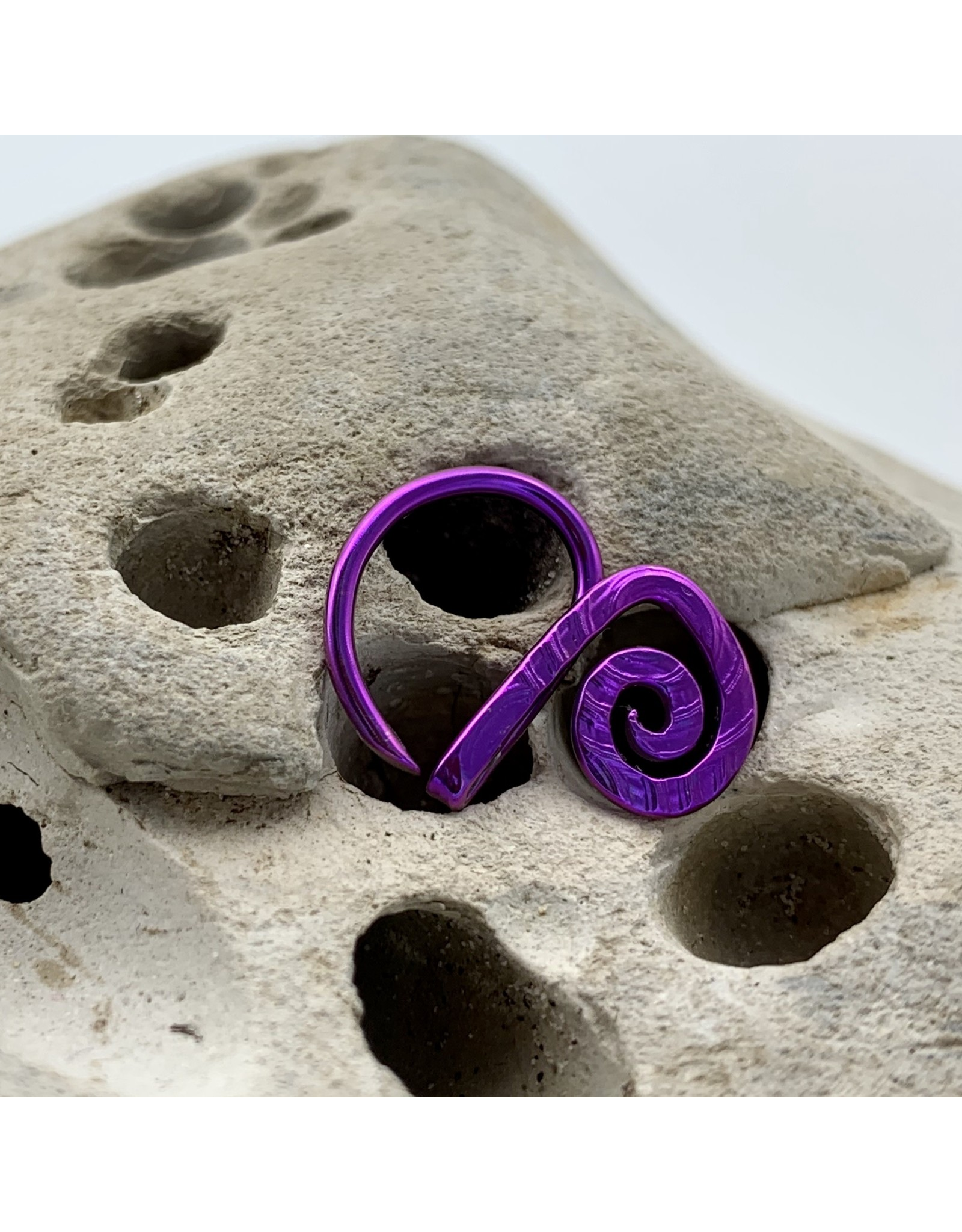 "Interstellar Jewelry Productions Interstellar Jewelry 16g 7/16 niobium embossed ""Procylon Variation"" Daith seam ring"