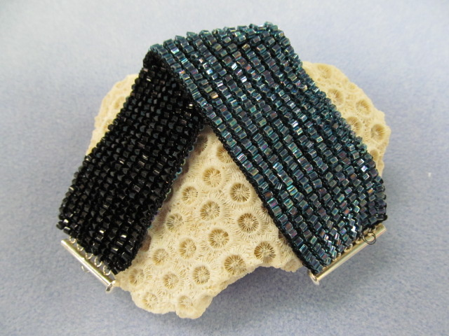 Classes 03/04 6-9pm Reversible Knitted Bracelet Instruction