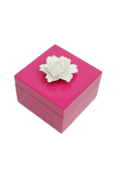 FUCHSIA LACQUER SQUARE BOX WITH FLOWER