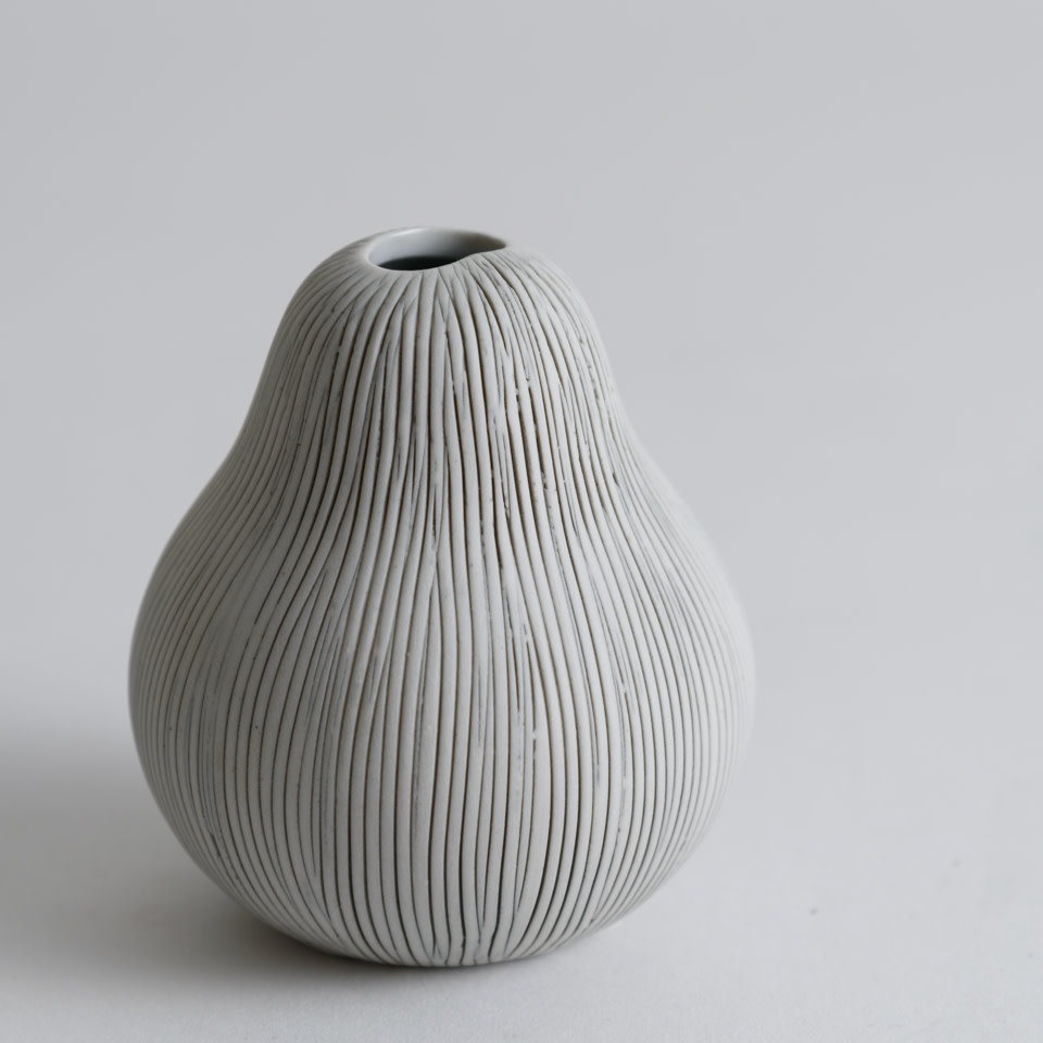 Gugu Pear Vase - White Line