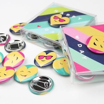 Inklings Paperie Emoji Button Valentine - Pink (18 Pack)