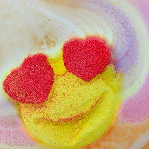 Feeling Smitten Rainbow Show - Heart Eye Emoji