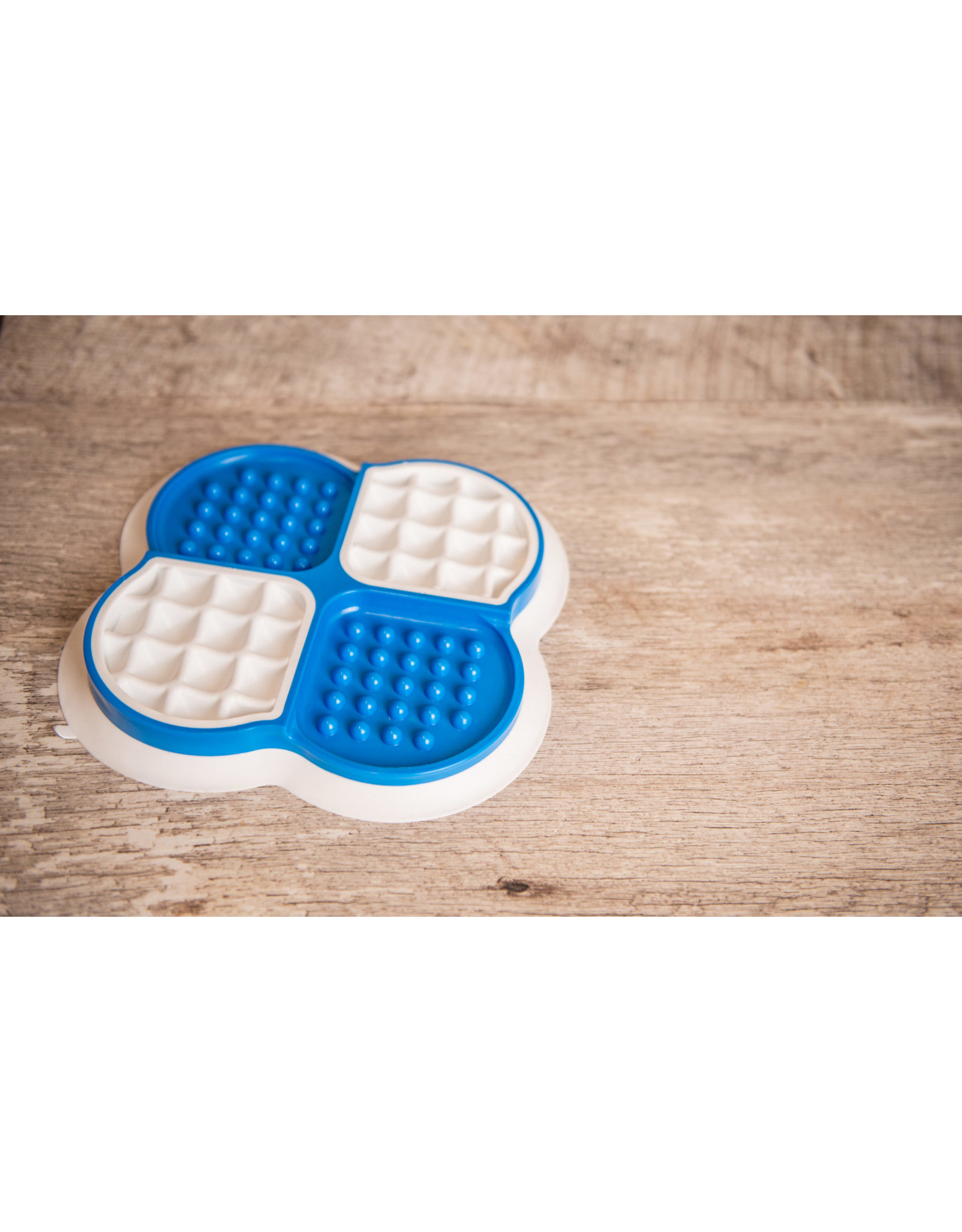 Big Country Raw Lick Tray - Blue/White