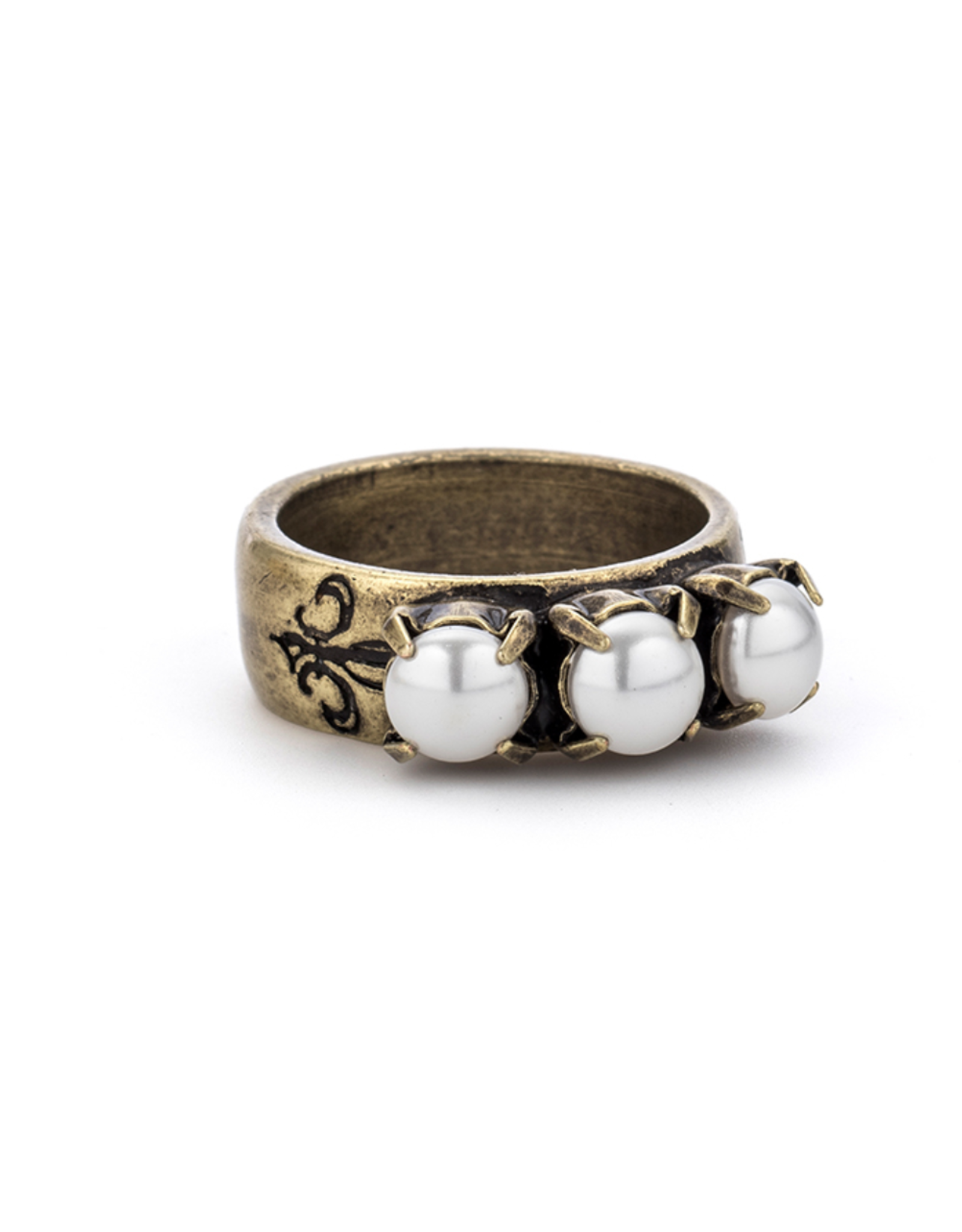 French Kande Triple Pearl Ring