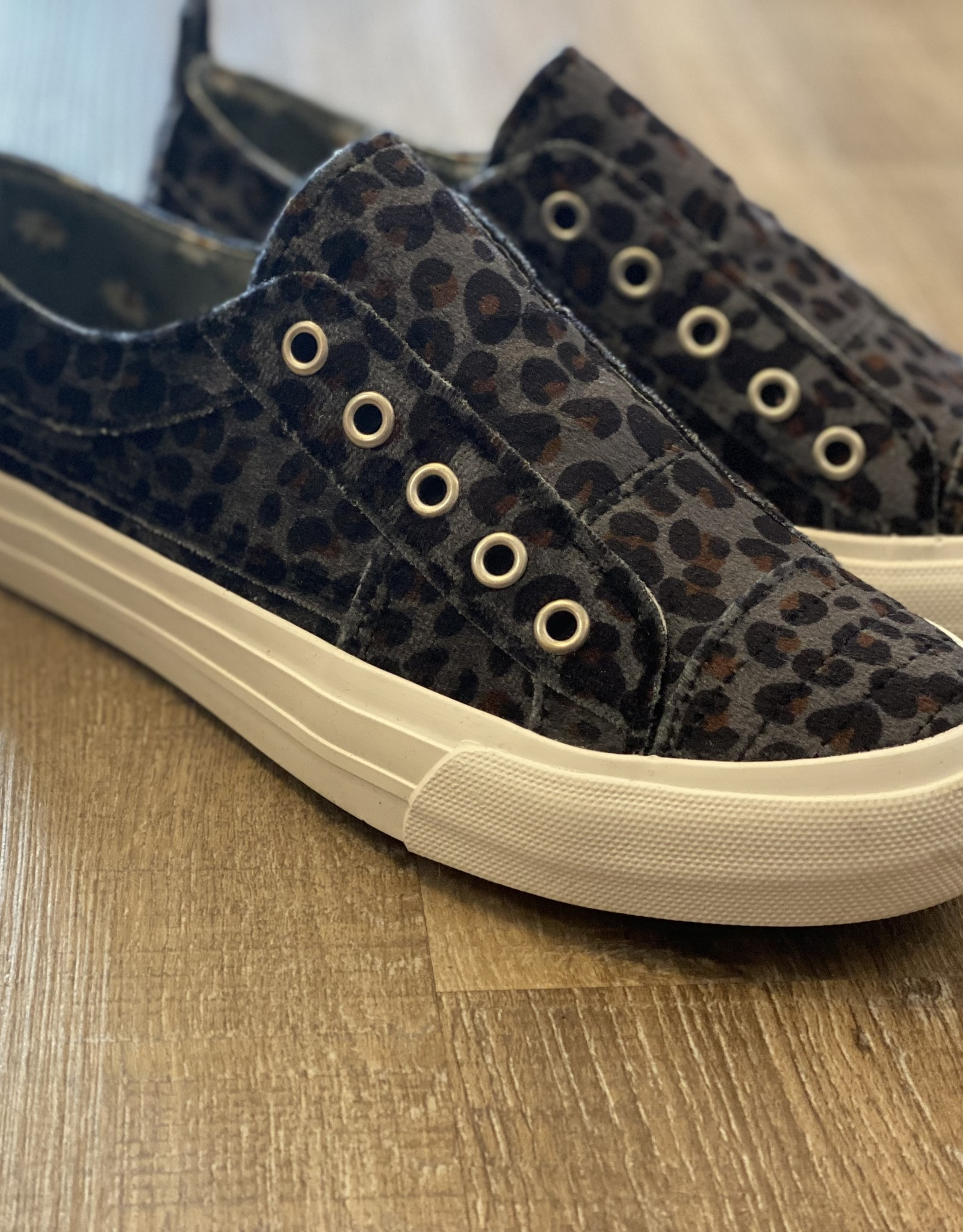 Val Sneaker