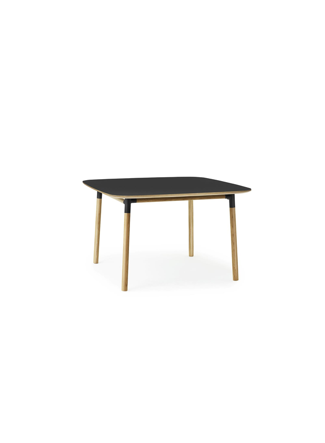 Form Table 120 x 120 cm
