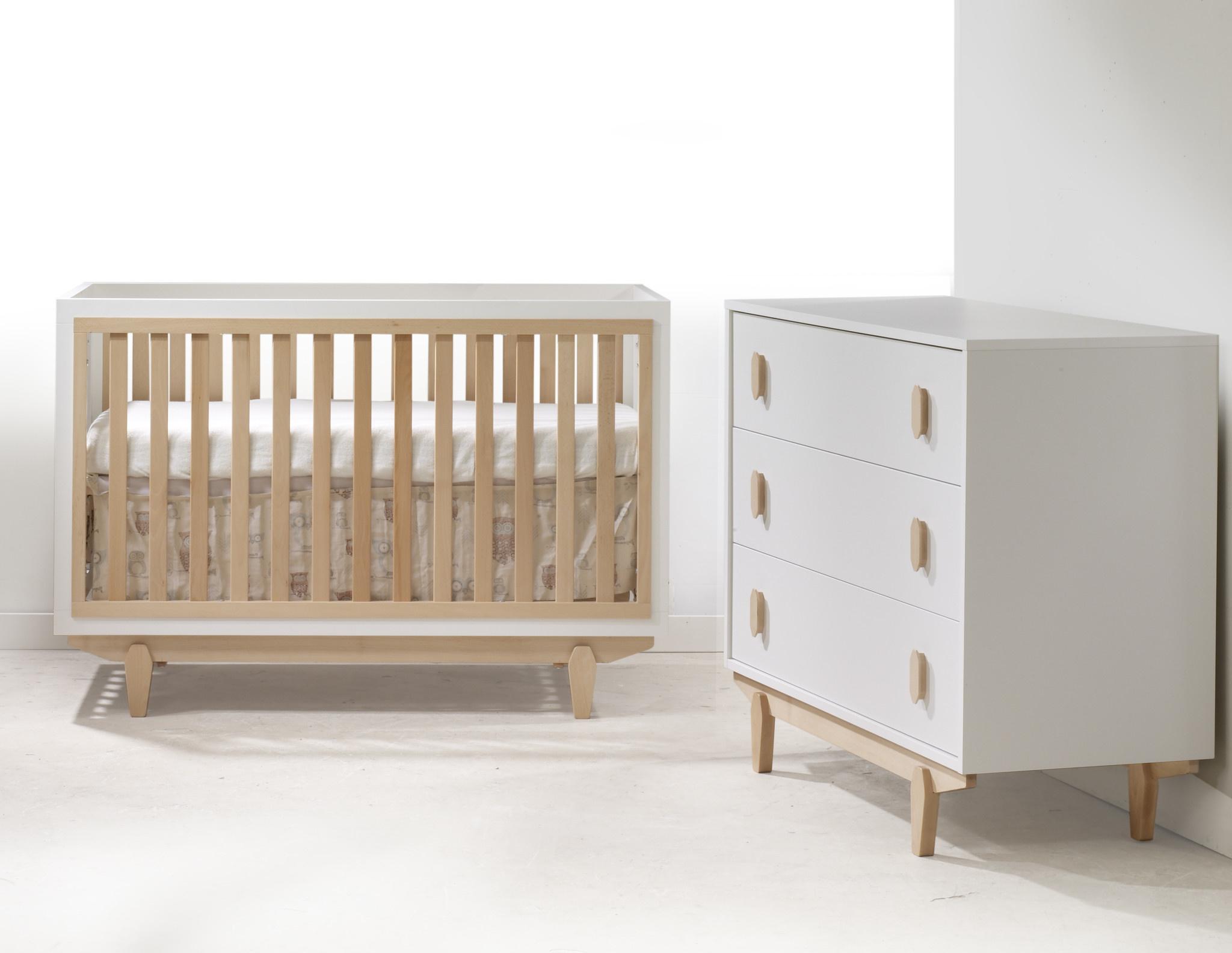 Tulip Tate Convertible Crib/3 Drawer Dresser White/Natural